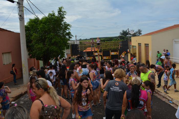 Colégio Decisão agitando o Carnaval