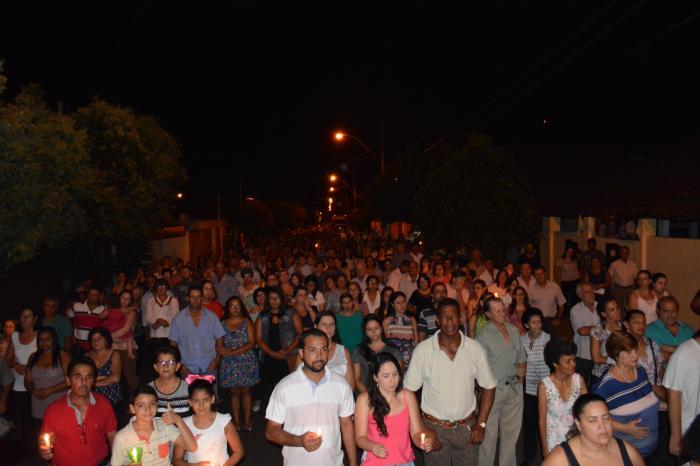 Multidão comparece a procissão da Sexta Feira Santa