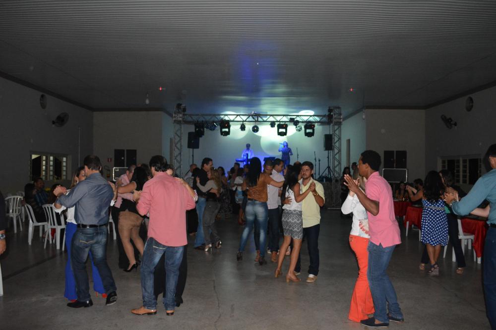 Show de Rildo e Riany na V Noite Dan�ante do Clube Harmonia em Palestina