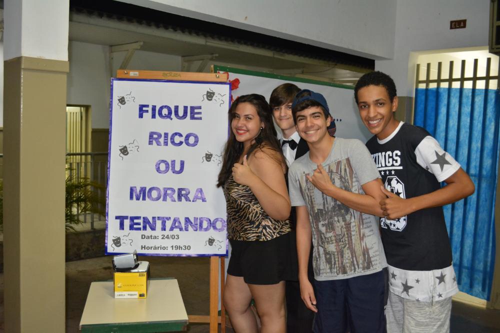Departamento de educação e cultura leva teatro á escola Escola Estadual Dr. Bento Ferraz