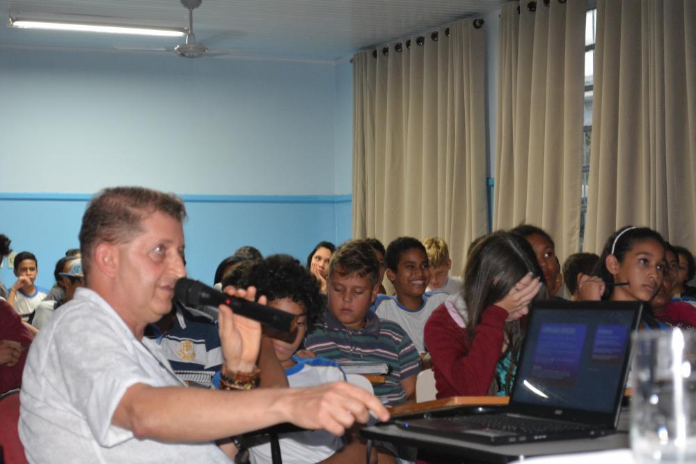 Farmacêutico Zezé realiza palestina na Escola Valentim Álvares