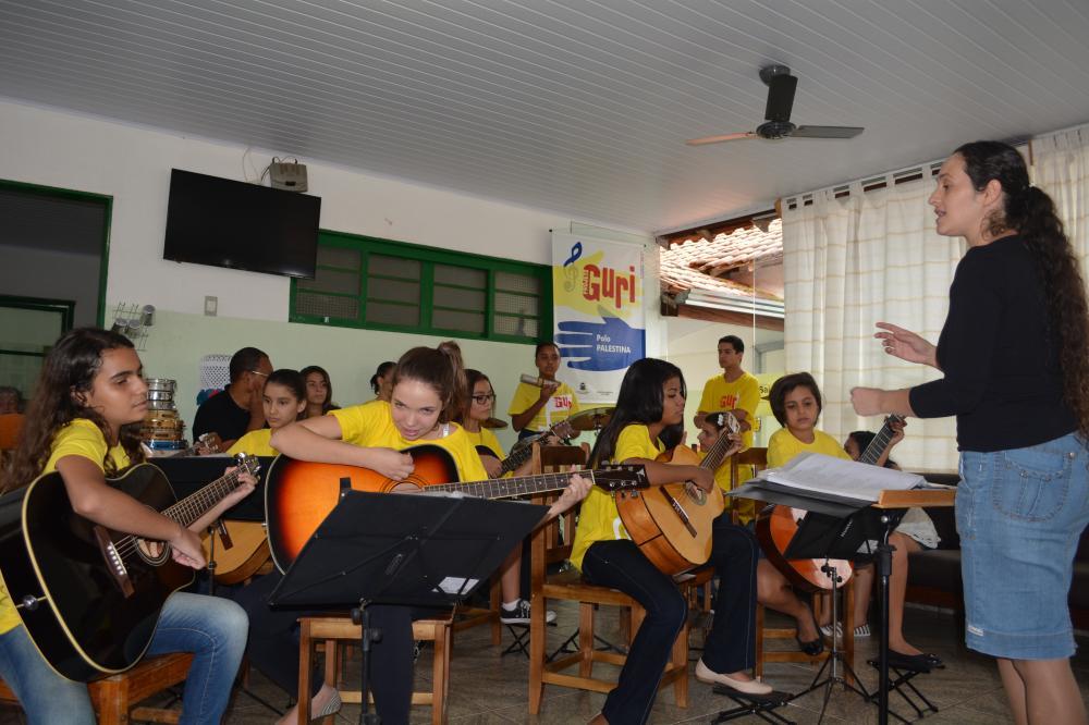 Alunos do Projeto Guri fizeram uma super apresentação no Lar de Palestina