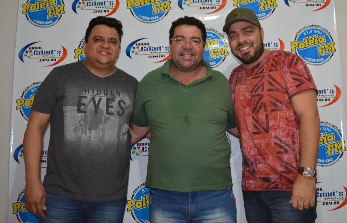 Dupla Alex e Guilherme visitou estúdios da Poléia FM