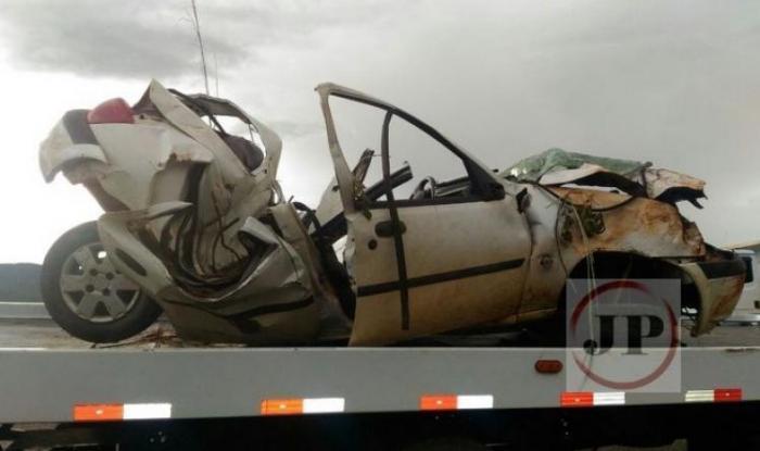 Ford Fiesta sai da pista, capota e mata condutor entre Uruaçu e Barro Alto