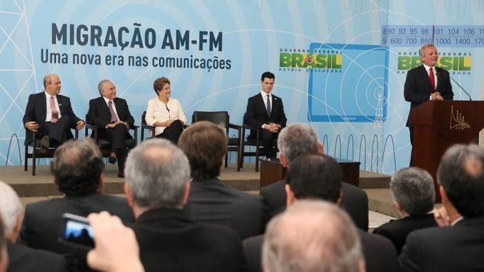 Mais de 1.781 emissoras de r�dio AM podem migrar para o sistema de FM