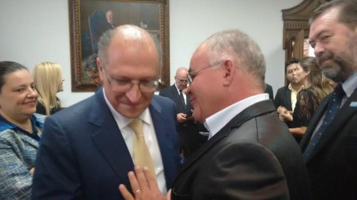 Vice prefeito Reinaldo Cunha encontra com governador Geraldo Alckmin em cerim�nia em S�o Paulo.